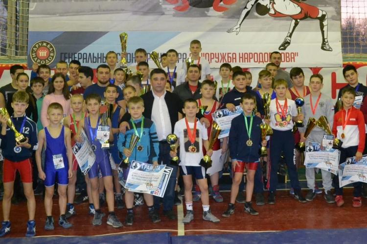 Фоторепортаж с юношеского борцовского турнира в Красногвардейском районе