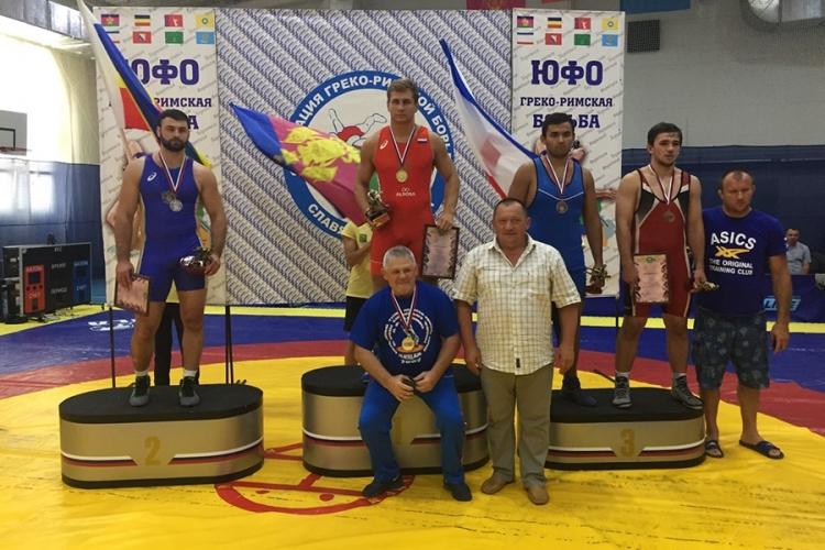Крымские борцы-классики завоевали три медали на чемпионате Южного федерального округа