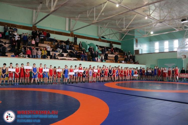 Турнир по греко-римской борьбе в Красногвардейском районе собрал более двухсот участников