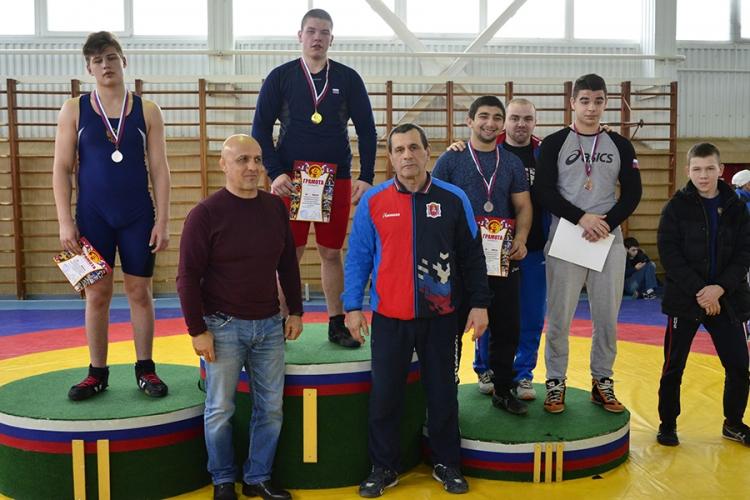Все победители и призеры первенства ЮФО по вольной борьбе среди юношей до 18 лет