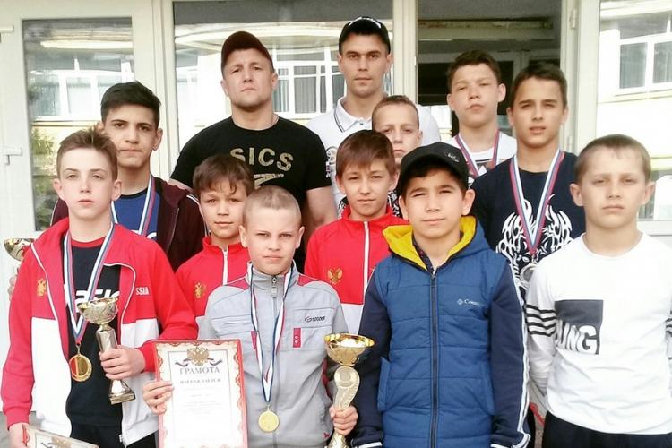 Борцы из Красногвардейского района завоевали 8 золотых наград на турнире в Куйбышево