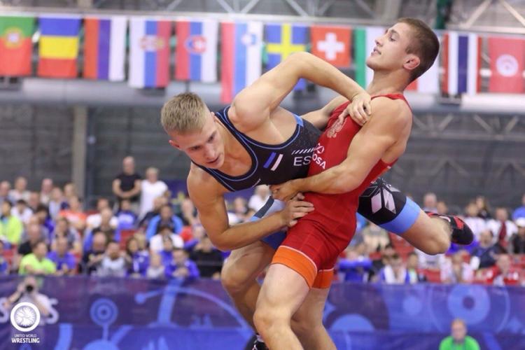 Российские классики – вторые на первенстве мира по спортивной борьбе среди юниоров