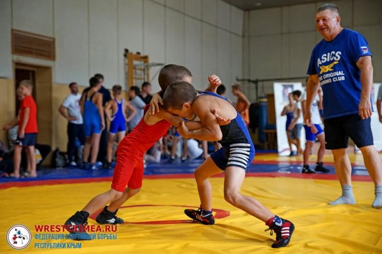 В Симферополе соревновались самые юные борцы-классики