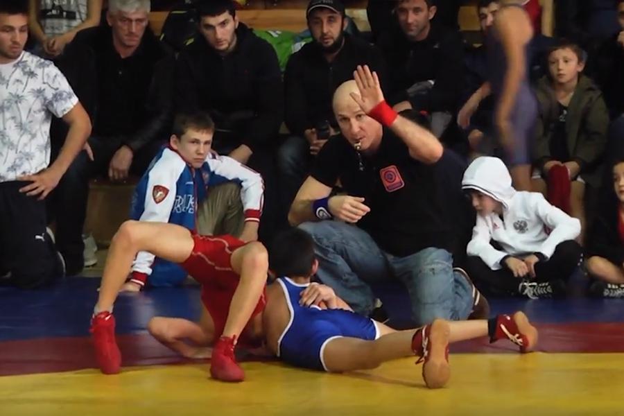 Видеосюжет об Открытом первенстве Алушты по вольной борьбе среди самых юных спортсменов