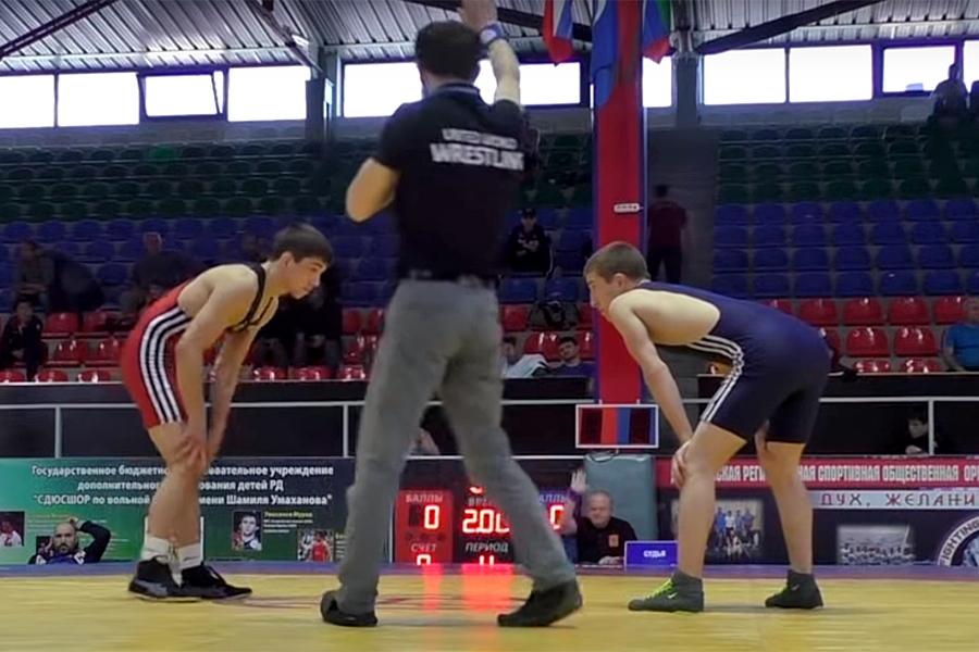 Финальная схватка севастопольца Арипа Абдулаева в первенстве России по вольной борьбе среди юношей до 16 лет