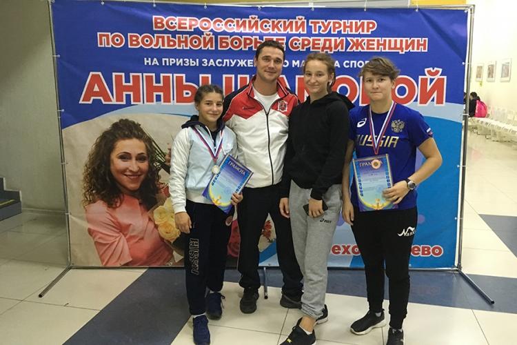 Две крымчанки стали призерами турнира по женской борьбе в подмосковном Орехово-Зуево