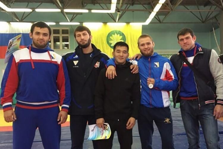 Крымские борцы-классики завоевали две медали на мастерском турнире в Элисте