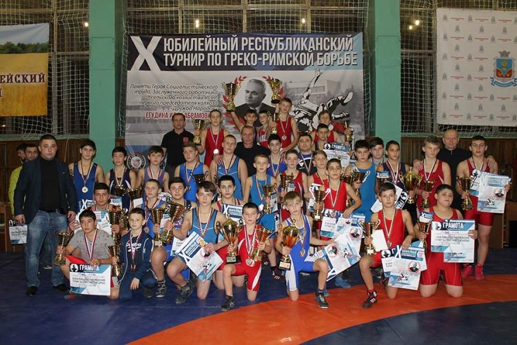 Еще больше фото с турнира в Петровке Красногвардейского района