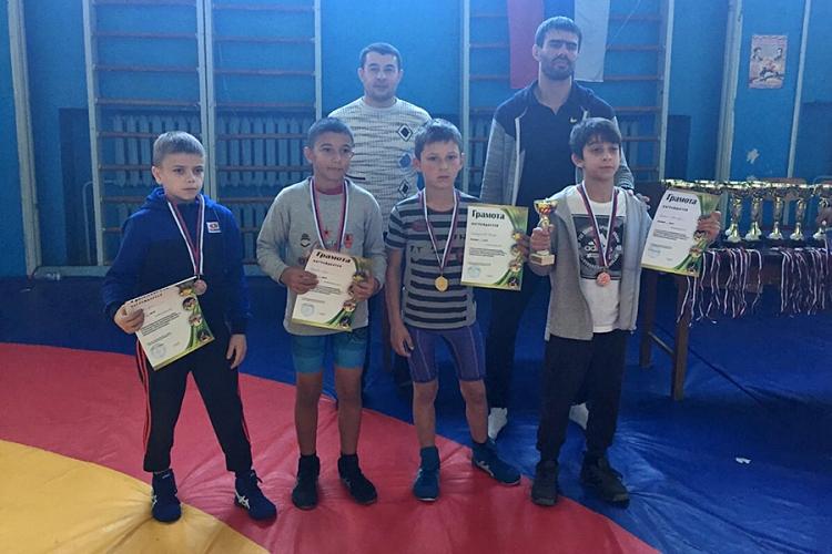 Все победители и призеры юношеских соревнований по вольной борьбе к 100-летию комсомола
