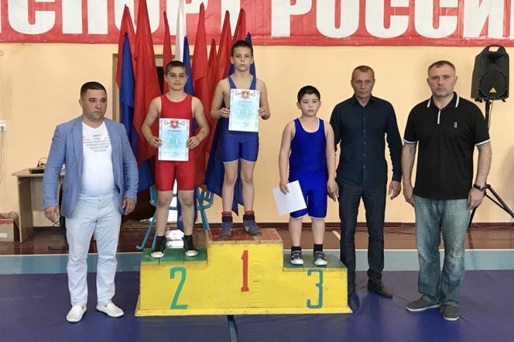 В Красногвардейском состоялось Открытое первенство местной спортшколы по греко-римской борьбе
