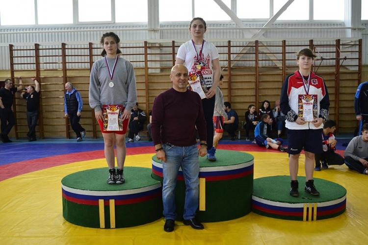 Все победители и призеры первенства ЮФО по женской борьбе среди девушек до 18 лет