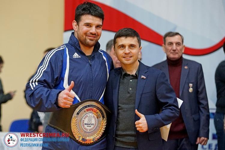 Все победители и призеры Всекрымского чемпионата по национальной борьбе куреш