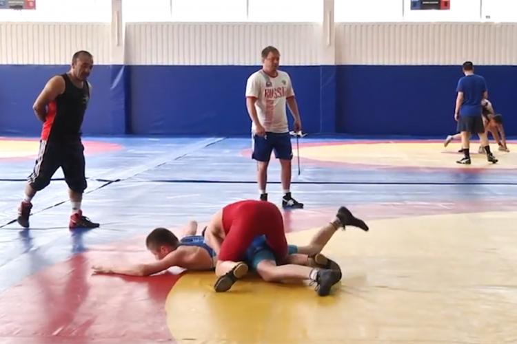 Видеосюжет о тренировочном сборе юношеской сборной России по греко-римской борьбе в Алуште