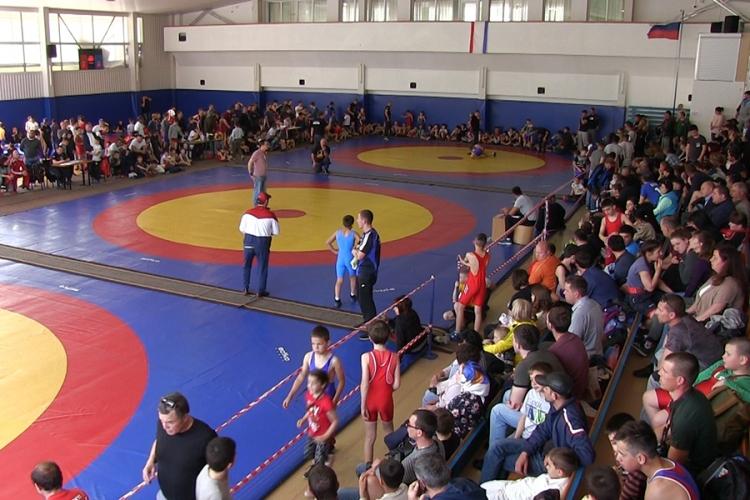 Открытый Кубок СК «Барс» по вольной борьбе собрал в Алуште более 400 участников