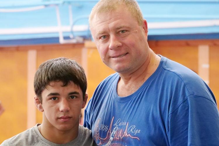 Юношеская сборная России по греко-римской борьбе проводит сбор в Алуште