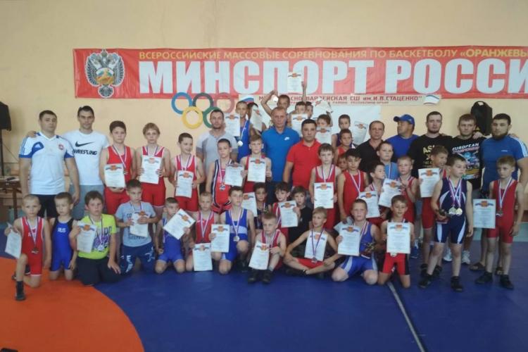 Фоторепортаж с турнира на призы борцов Красногвардейского района