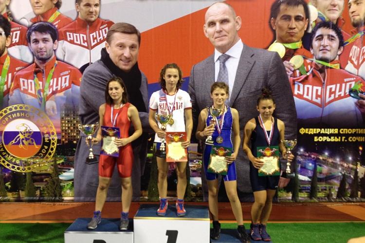 У сборной Крыма четыре медали в первенстве ЮФО по женской борьбе среди девушек до 16 лет