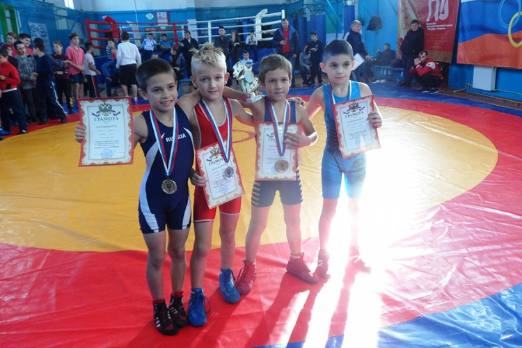 Все победители и призеры юношеского турнира по греко-римской борьбе в Бахчисарае