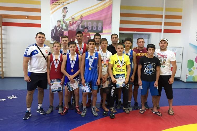 Юные крымские борцы-классики завоевали 10 медалей на Всероссийском турнире в Краснодаре