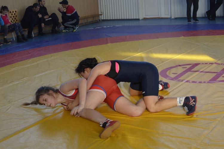 Все победители и призеры первенства Крыма по женской борьбе среди юниорок до 21 года