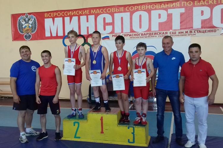 Все победители и призеры юношеского борцовского турнира в Красногвардейском