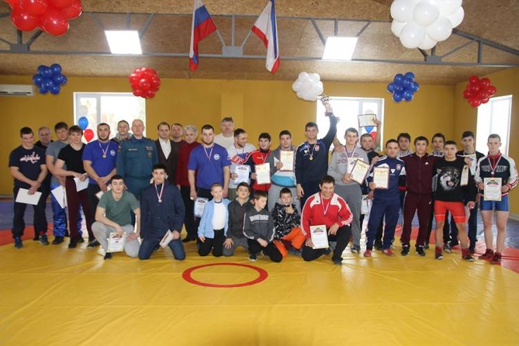В Феодосии открылся новый борцовский зал
