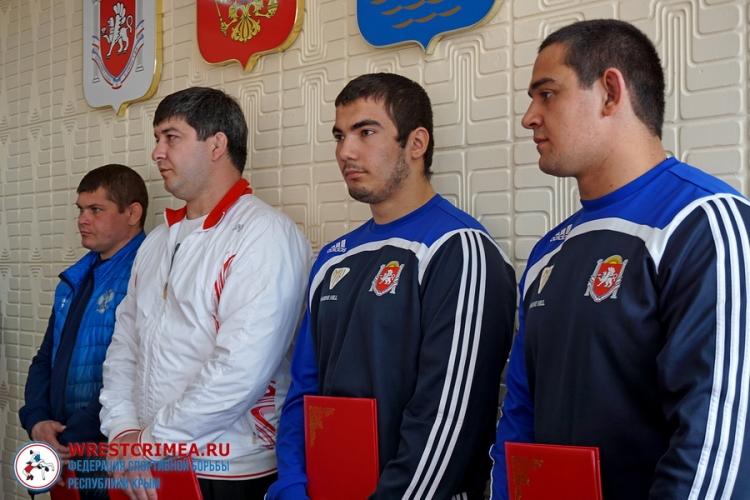 Видеосюжет о чествовании алуштинских борцов-юниоров – победителей первенств России