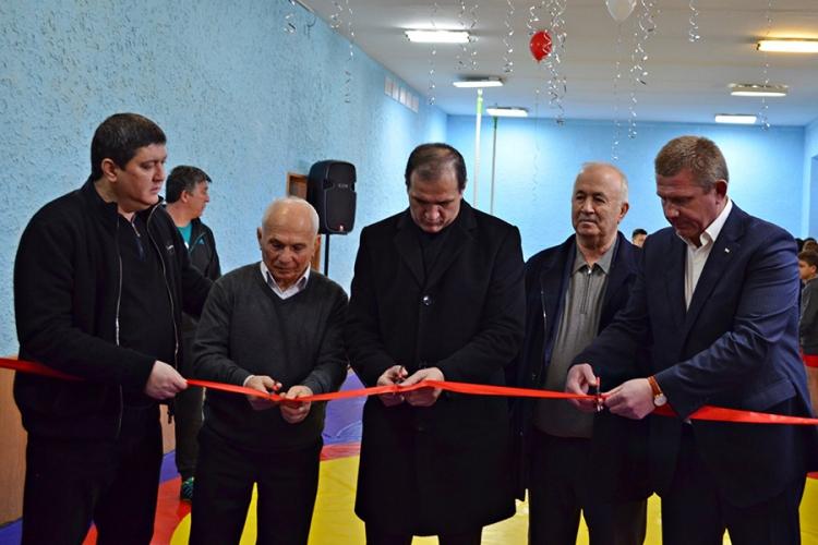 Фото с открытия зала спортивной борьбы в столице Крыма