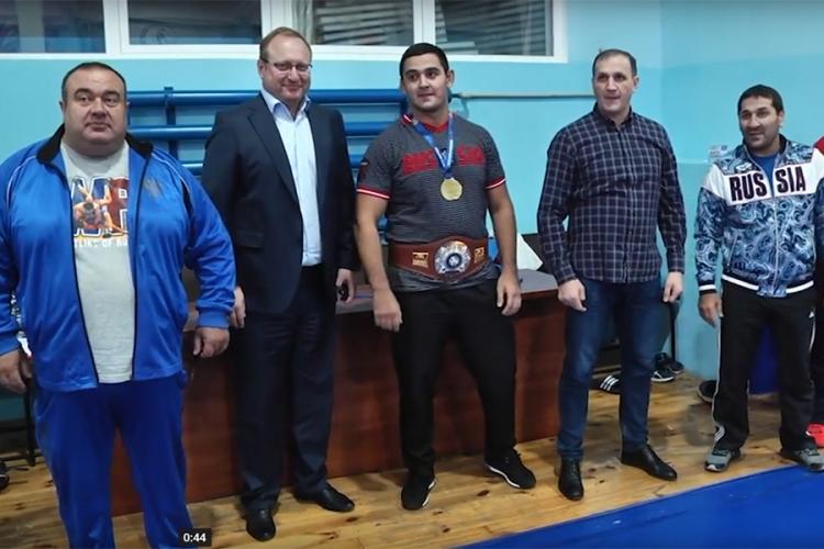 В Алуште встретили победителя юниорского первенства мира Сослана Хинчагова (ВИДЕО)