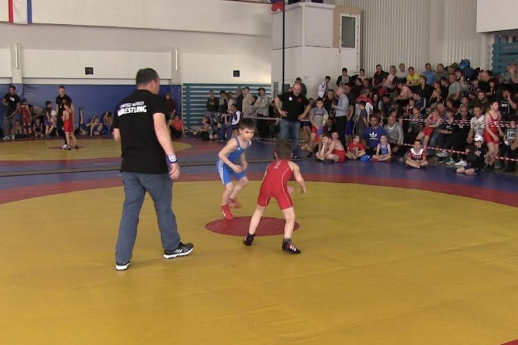 Видеосюжет об Открытом Кубке СК «Барс» по вольной борьбе в Алуште