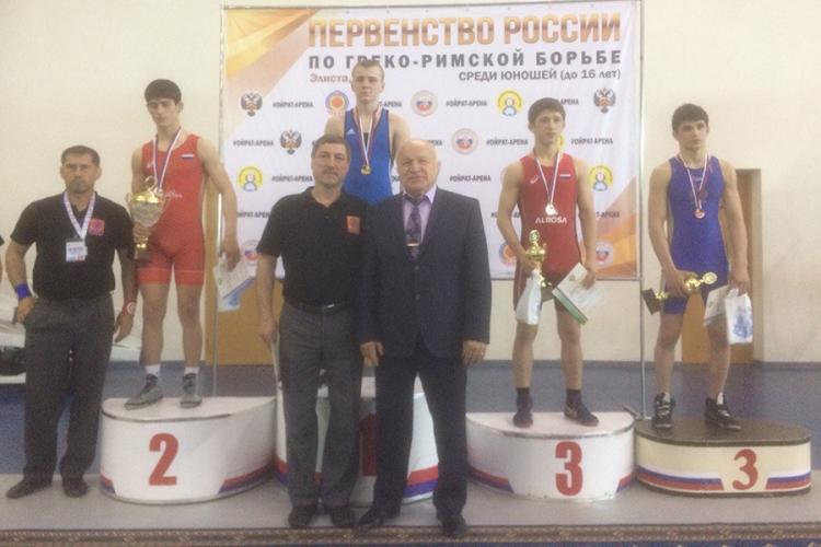 Крымчане завоевали три медали первенства России по греко-римской борьбе среди юношей до 16 лет