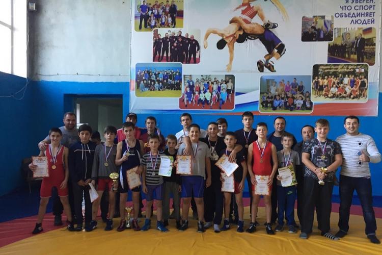 Все победители и призеры юношеского турнира по вольной борьбе в Бахчисарайском районе