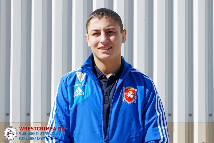 Бахчисараец Ридван Османов тренируется с юношеской сборной России по греко-римской борьбе