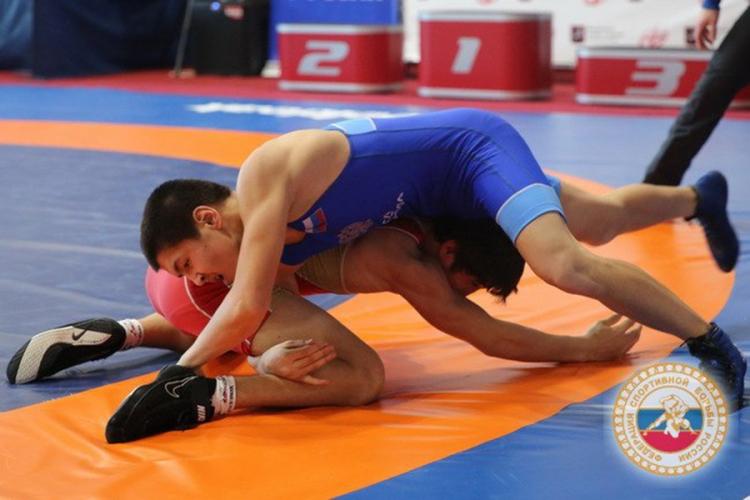 Четверо крымчан выступили на юношеском турнире по вольной борьбе в Москве