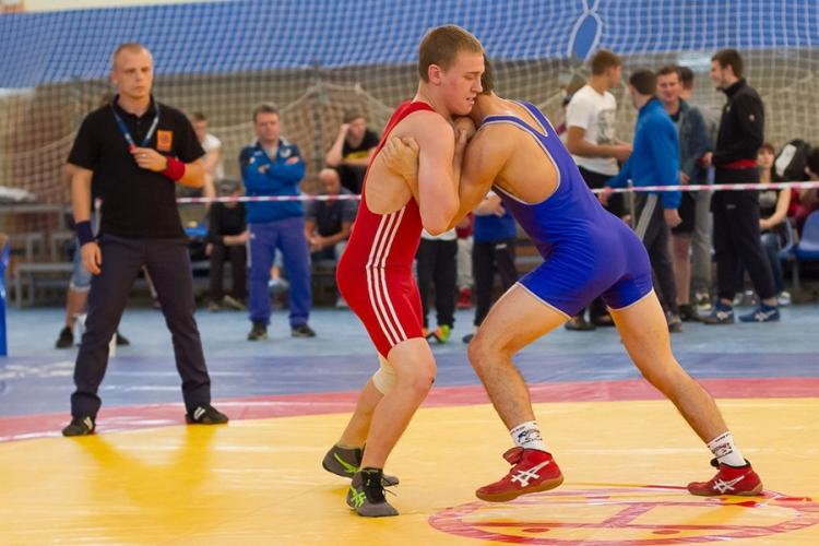 Крымские борцы завоевали два «золота» на мастерском турнире в Воронеже