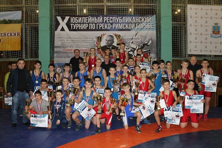 Юбилейный турнир памяти Ильи Егудина в Красногвардейском районе собрал более 200 участников