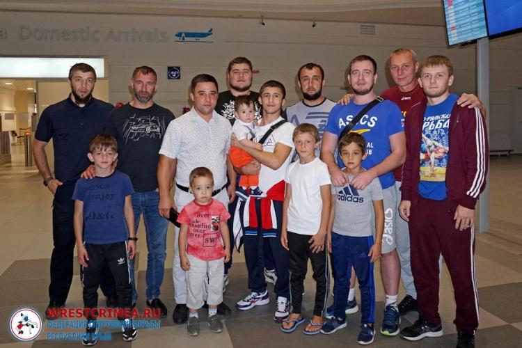 Бронзовый призер юниорского первенства мира Эмин Сефершаев вернулся в Симферополь (ФОТО)