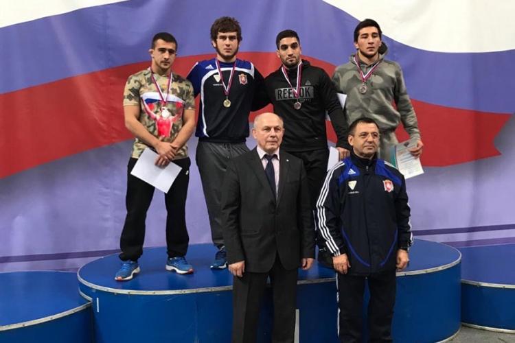 Сборная Крыма завоевала семь медалей в лично-командном Кубке России по вольной борьбе