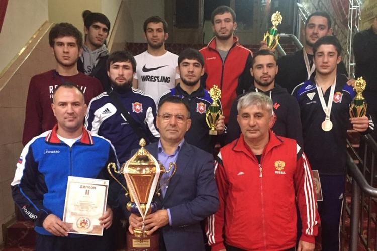 Сборная Крыма заняла второе место на международном турнире по вольной борьбе в Нефтеюганске!
