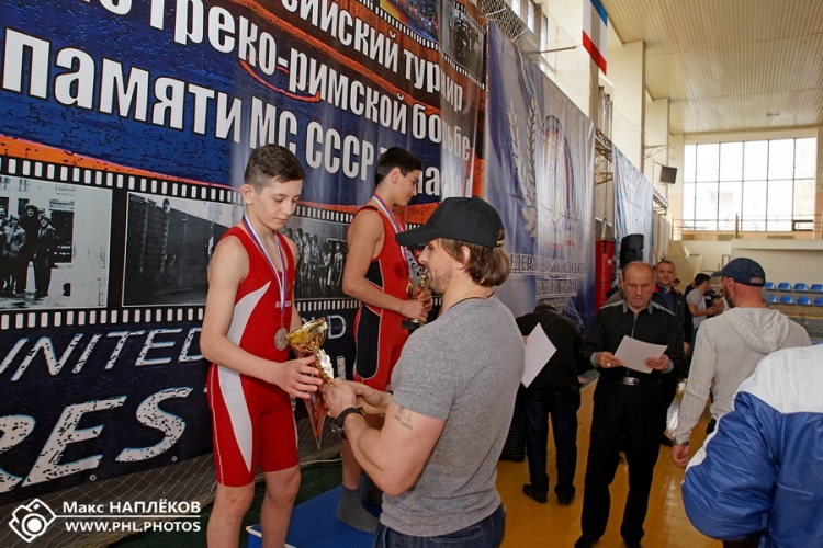 Пьедестальные фото с борцовского турнира памяти Анатолия Тумаса