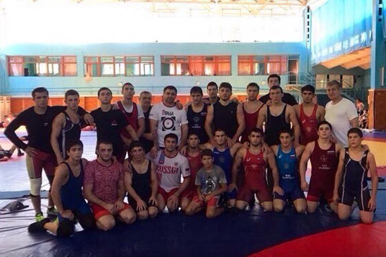 Кадетская сборная России по вольной борьбе проводит сбор в Алуште