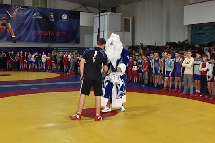 В Алуште прошли предновогодние детские соревнования по спортивной борьбе