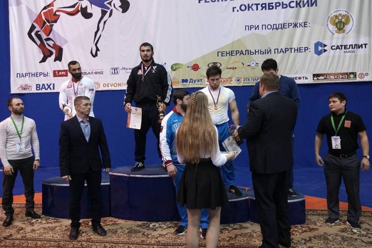 У крымчан – два «золота» в юниорском первенстве России по греко-римской борьбе!