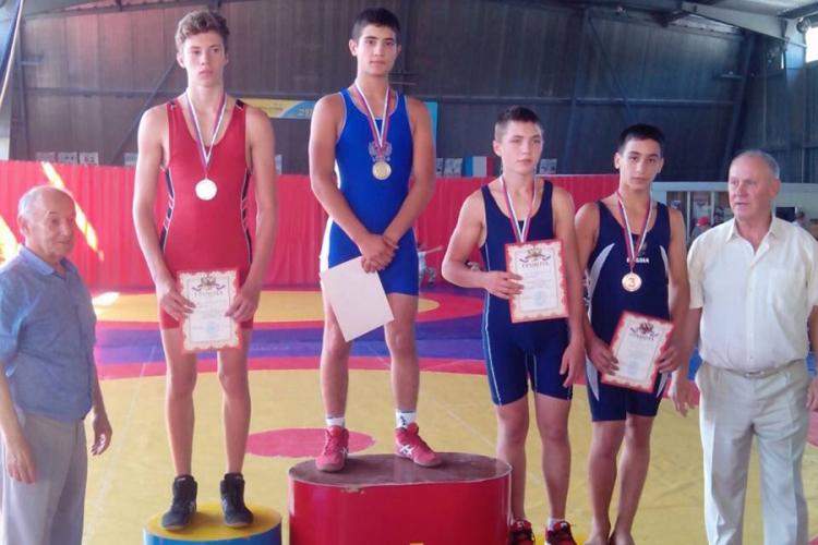 Все победители и призеры первенства Крыма по вольной борьбе среди юношей до 16 лет