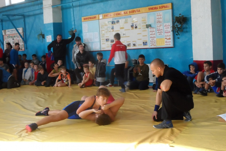 На борцовском турнире в Бахчисарае разыграли 19 комплектов наград (+ФОТО)