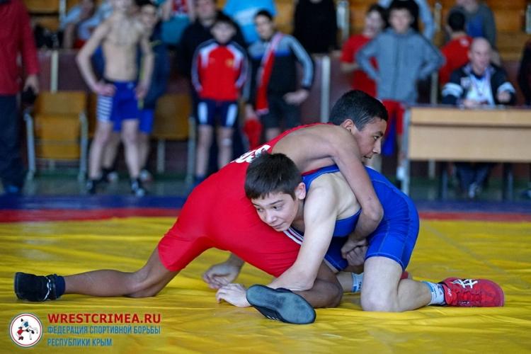 В Краснолесье определят сильнейших в вольной и женской борьбе среди спортсменов до 16 лет