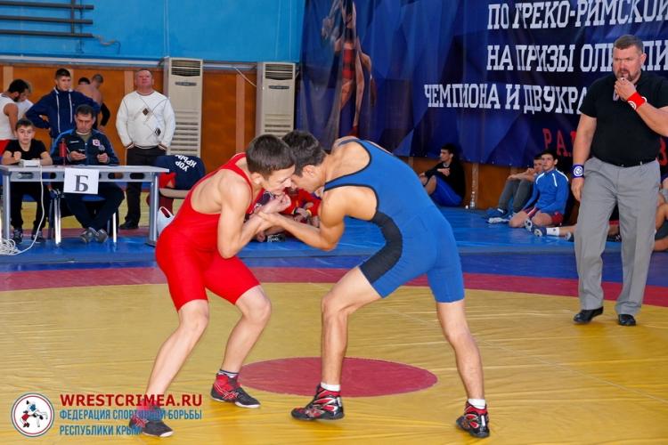 Крымские борцы завоевали 17 медалей на Всероссийском юношеском турнире в Алуште