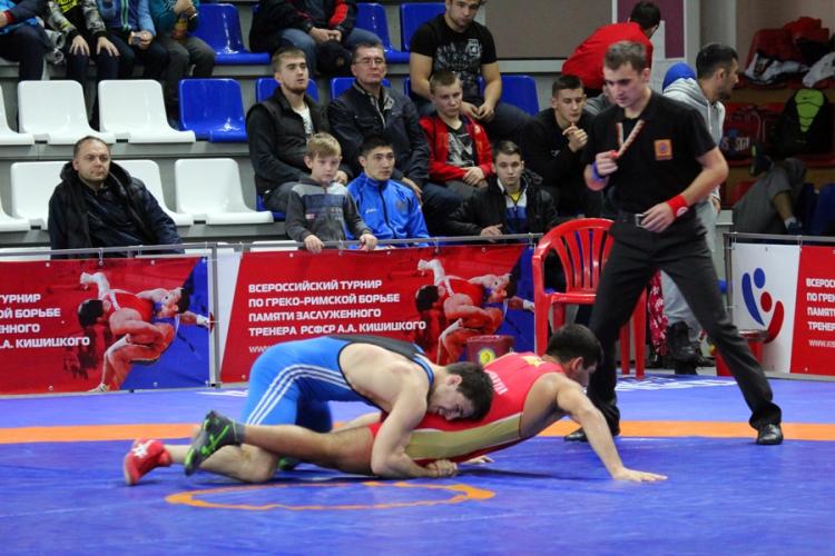 Крымский борец Адам Курак выиграл Всероссийский турнир в Барнауле