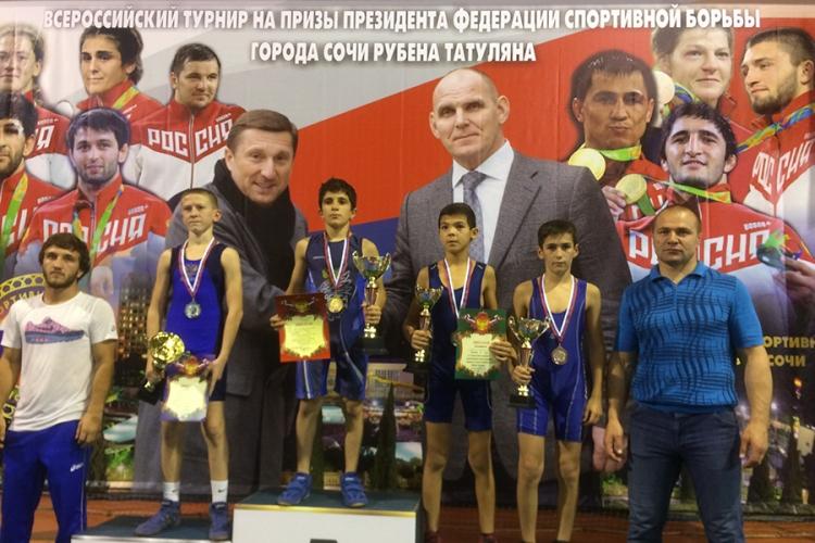 Сборная Крыма завоевала семь медалей в первенстве ЮФО по вольной борьбе среди юношей до 16 лет