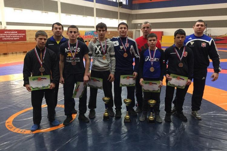 Крымские борцы-классики завоевали шесть медалей на юношеском первенстве ЮФО